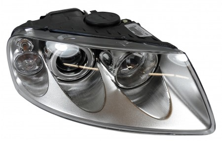 New Valeo Right Head Light / Head Lamp Halogen for VW 088402